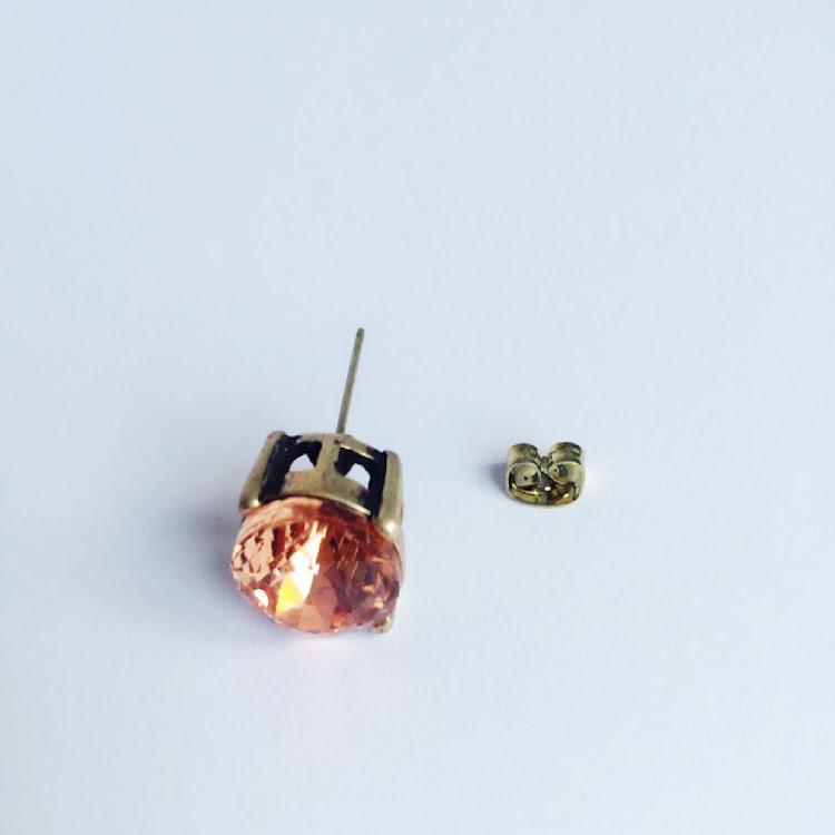 E035 - R. Comfy Red Rough-cut Stud Earrings