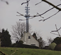 Photo: De 300m hoge VRT-televisiemast in Sint-Pieters-Leeuw, een baken in het Pajottenland.