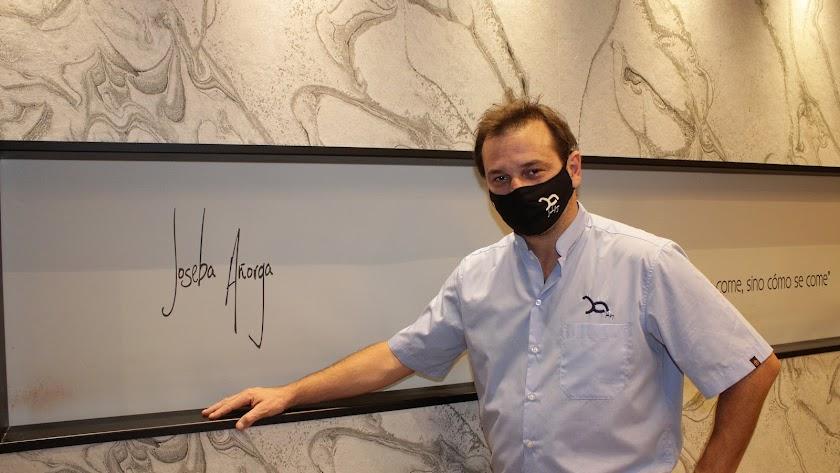 El cocinero donostiarra Joseba Añorga en su restaurante almeriense.