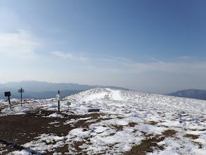 山頂は雪が少ない