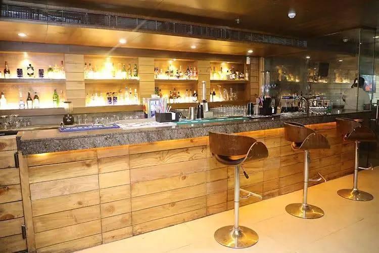pubs_bars_sector29_gurgaon_21_shots_image