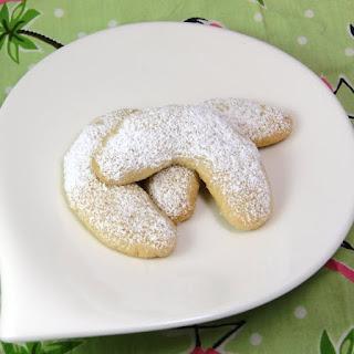 Vanillekipferl (Vanilla Crescents) Cookies.