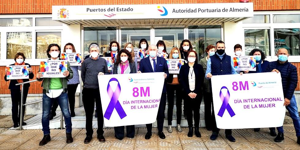 La Autoridad Portuaria de Almería homenajea a las mujeres en su Día Internacional.
