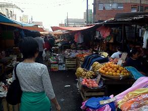 Photo: 庶民の市場「メルカド4(クアトロ)」 迷路のよう。