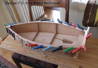 Photo: J'avais besoin d'un flotteur pour tester mes ensembles vapeur, j'ai choisi cette barque qui me semblait simple ...