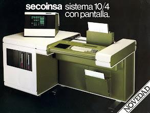 Photo: Model 10/4 amb pantalla T1800 projectada per Joan Navarro  (1976)