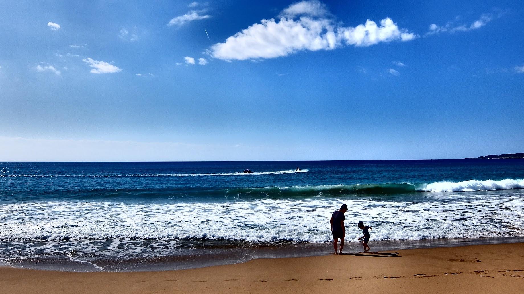 很想帶小孩子往海浪衝,只是他們還不太會游泳,怕危險QQ 也許等他們在大一點...