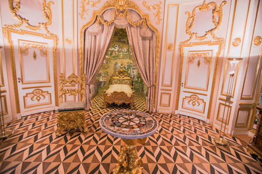 Peterhof-Palace-Crown-Room.jpg - The Crown Room, one of the State Bedrooms in Peterhof Palace near St. Petersburg, Russia.