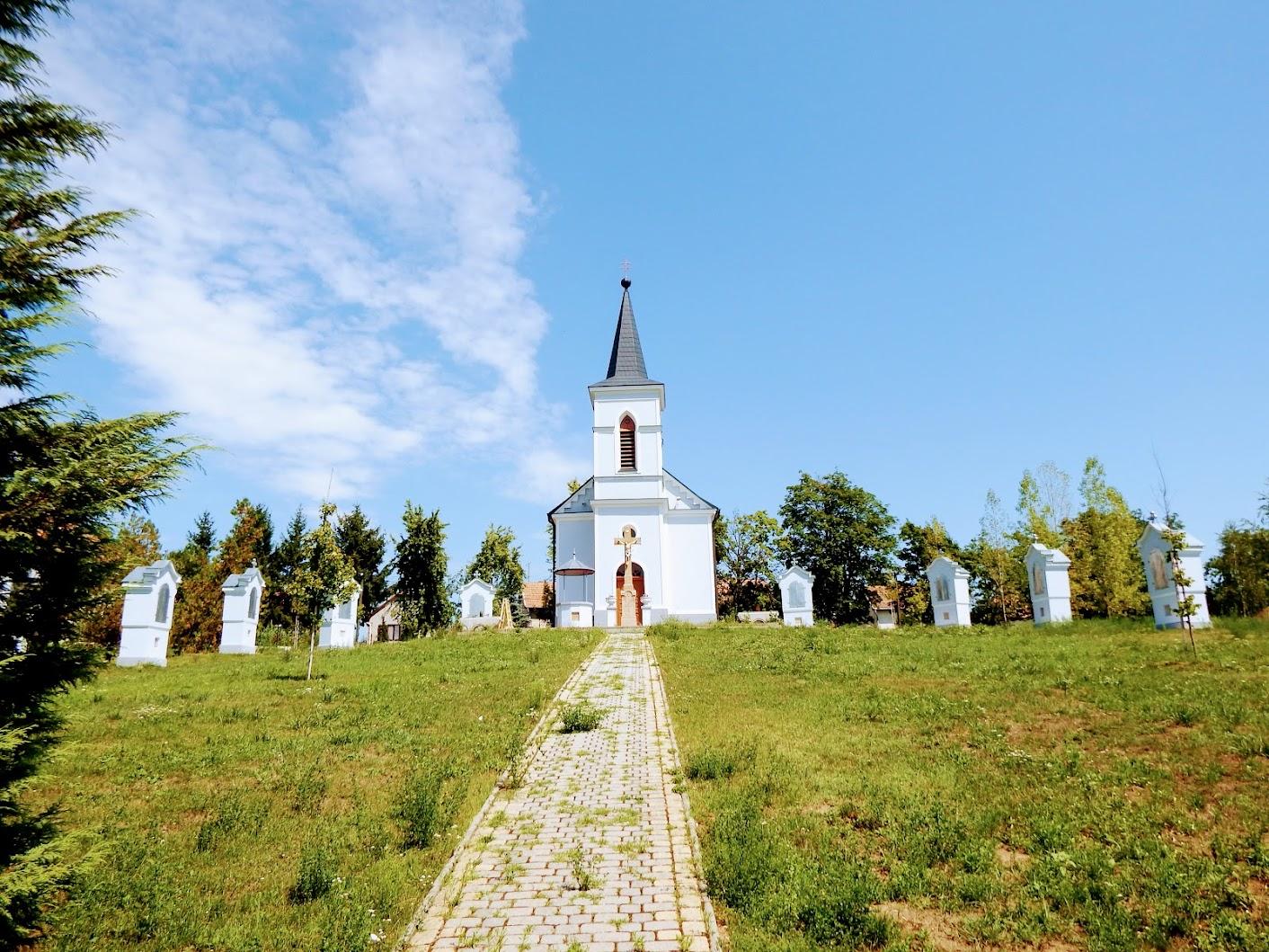 Érsekvadkert - Szent Kereszt felmagasztalása kálváriakápolna és 14 stációs keresztút