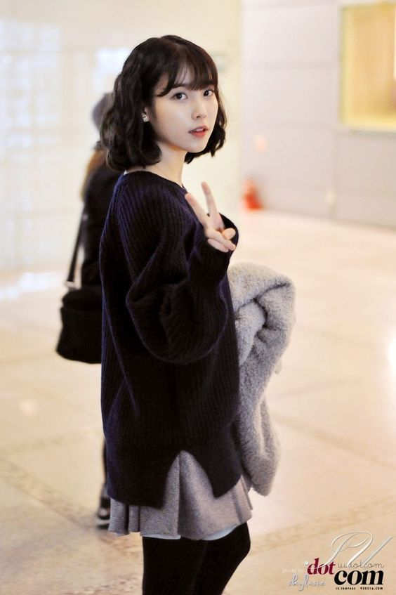 IU sweater 44