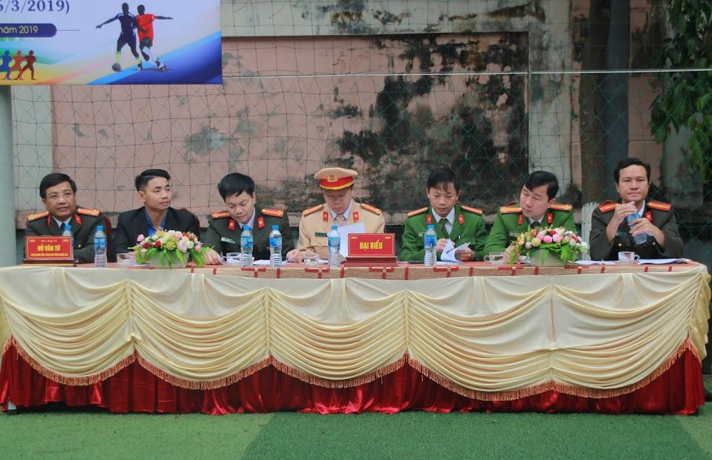 Các đại biểu tham dự buổi lễ khai mạc