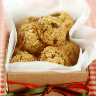Dried Fruit and Oat Balls