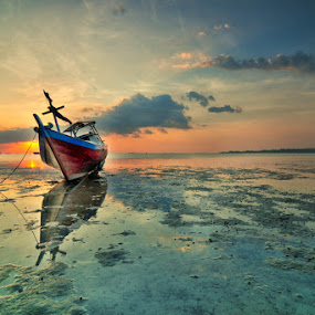 Agak jauh dikit by Rawi Wie - Transportation Boats ( sunset, beach, boat, landscape )