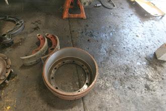 Photo: Bremstrommeln ausgedreht, Backen neu belegt