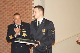 """Photo: III premio: Giorgio Ravaglia, Scuola Navale Militare """"Morosini"""" Venezia. Accanto a lui il Comandante della Scuola C.d.V. Sandro Palone"""