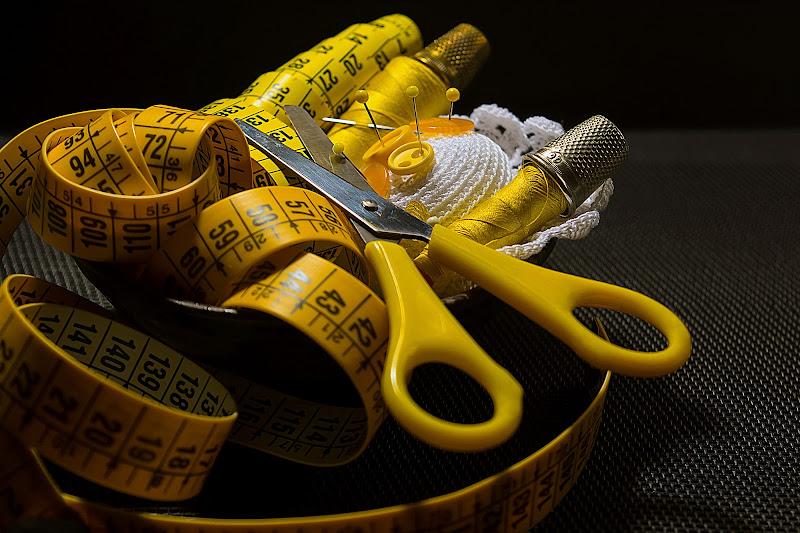 Il giallo della sarta di Barbara Surimi