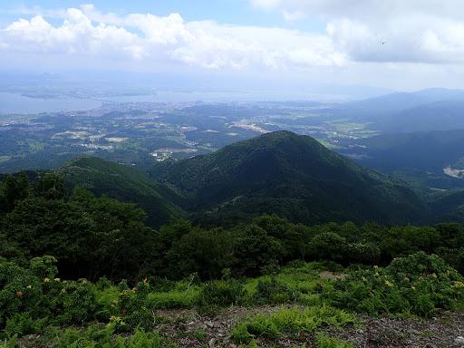 下に霊仙山