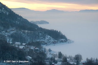 Photo: Frost smoke over the frozen Drammens fjord