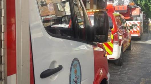 Desalojadas 70 personas en un incendio en Roquetas que ha dejado ocho heridos