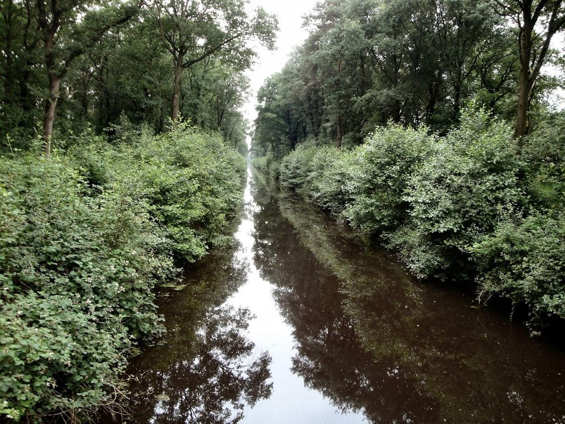 De Helenavaart is een stuk smaller dan het kanaal van Deurne