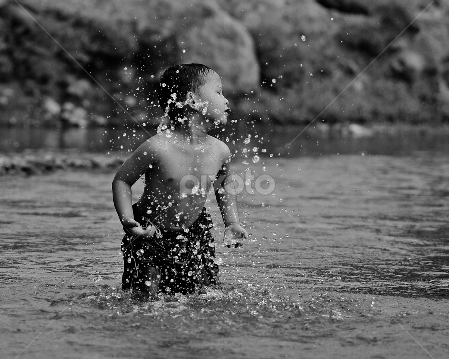 Splash by Sigit Purnomo - Black & White Street & Candid