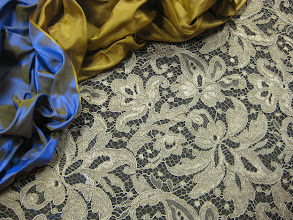 Photo: Ткань: Кружево ш.135см. цена 4000руб. : Тафта шанжан натуральный шелк ш.140см. цена 3500руб.