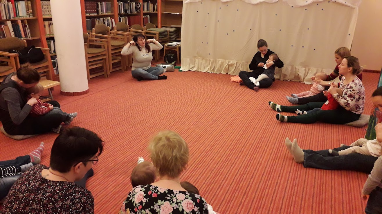babák a könyvtárban