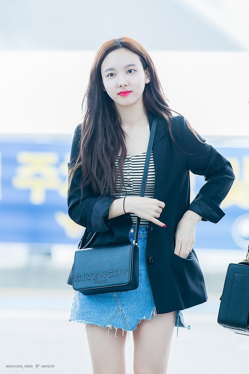 twice-nayeon-purse-2