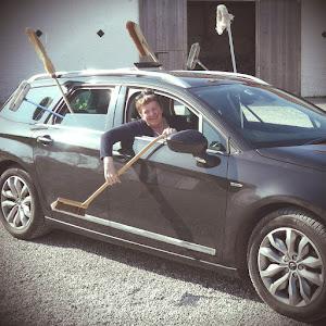 La voiture balai avec Véronique parée pour le rallye cyclo Lille - Hardelot