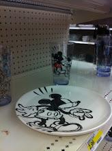 Photo: No pude resistir la oportunidad de tomarle una foto a este plato y vaso de Mickey, me encanta Disney!