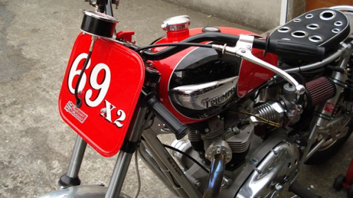 Triumph Bonneville spécialement préparée par Machines et Moteurs pour le Dirt Track