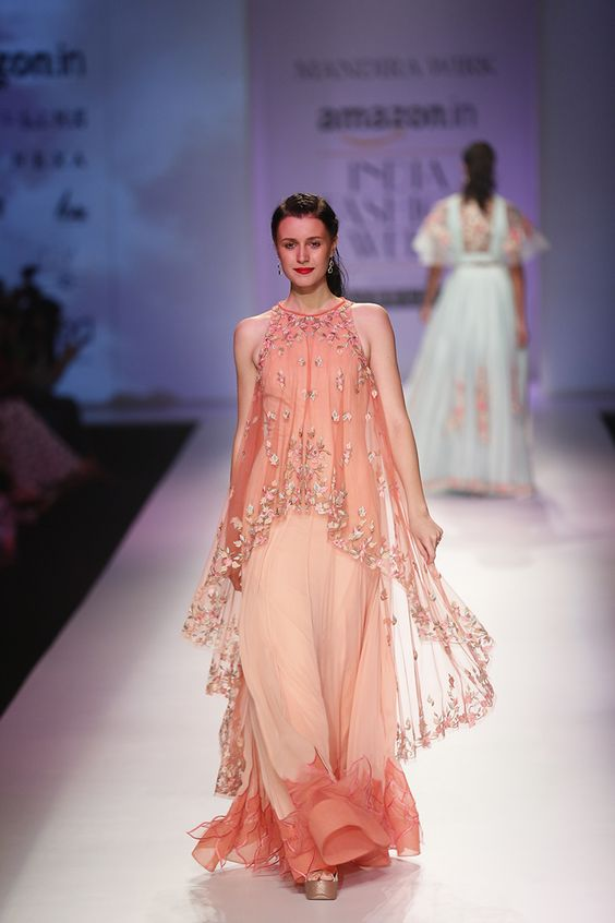 outfit-ideas-for-wedding-guest-sheercape