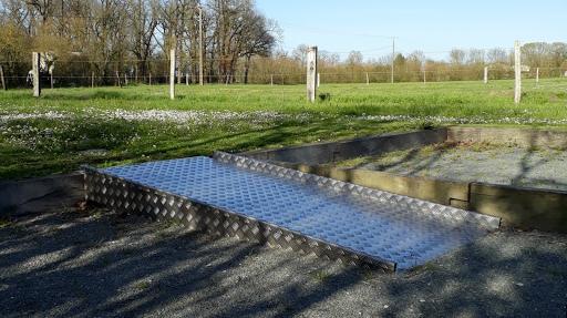 Rampe d'accès pour terrain de pétanque accessible boulodrome PMR grand gite