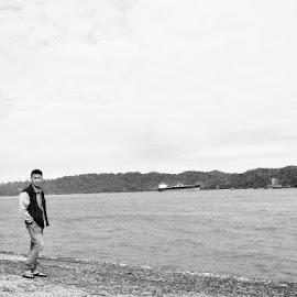 Liburan di pantai by Syhafrianus Halawa Halawa - Uncategorized All Uncategorized ( #miadwiardiyanti )