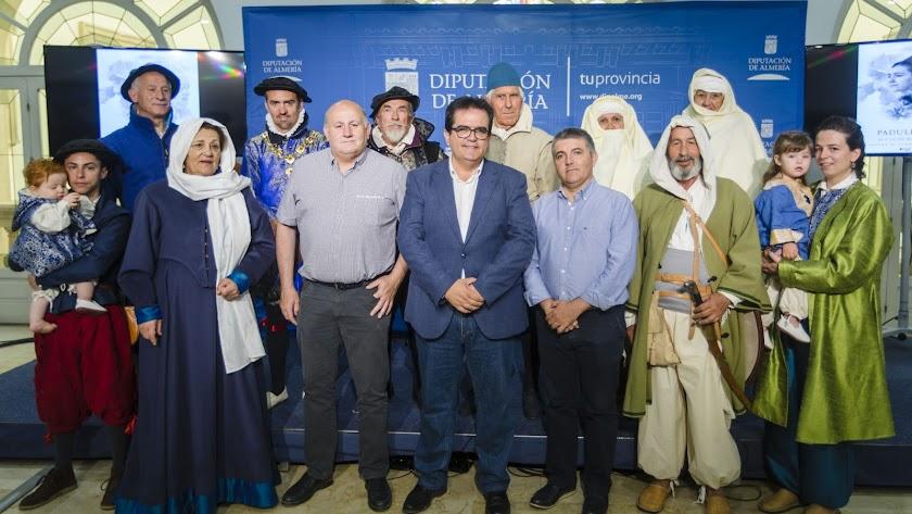 Algunos de los personajes de la recreación histórica de La Paz de las Alpujarras, este lunes en Diputación.