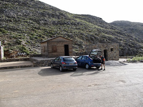 Photo: 13.Lakkos Mygerou (ok. 1600 m) - początek naszego szlaku. Najpopularniejszy szlak na szczyt Mt. Ida wiedzie z Płaskowyżu Nida, ale myśmy trochę pomylili drogi i dotarliśmy do początku innego szlaku, co w sumie nie miało wielkiego znaczenia, bo ten jest również wygodny i dobrze widoczny.