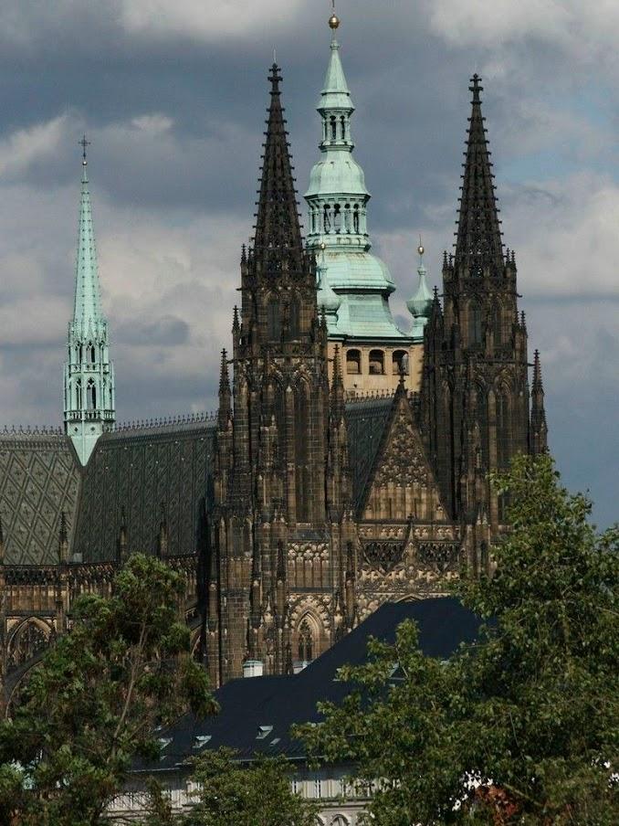 Severozápadní pohled na Katedrálu sv. Víta, Václava a Vojtěcha