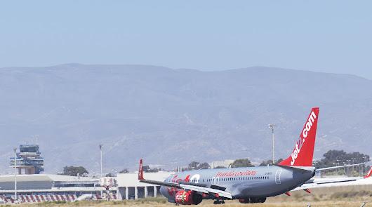 El turismo inglés llega en el primer vuelo a Almería de la campaña de Diputación