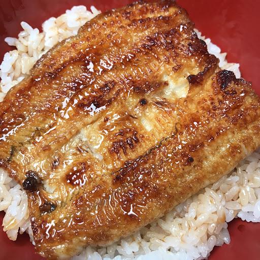 本店採用台灣在地食材青口鰻(日本白鰻)。台灣最大鰻苗輸出地之一的東港優勢,自產自銷方式每日新鮮現烤鰻魚料理,呈現給大家。 This restaurant uses the Japonica which
