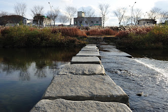 Photo: To take these photographs, I have to get to the middle of the river through these slabs of stones.