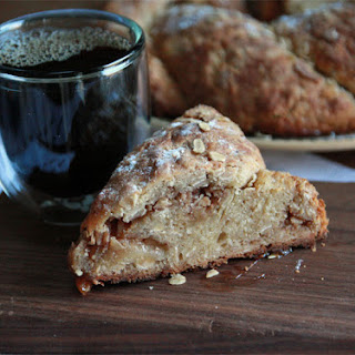 Oatmeal and Apple Crown Bread.