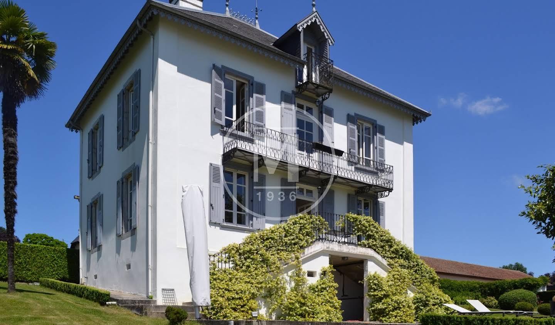 House with terrace Sarraguzan