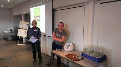 Photo: Els Heijman bedankt Jojanneke Bijkerk