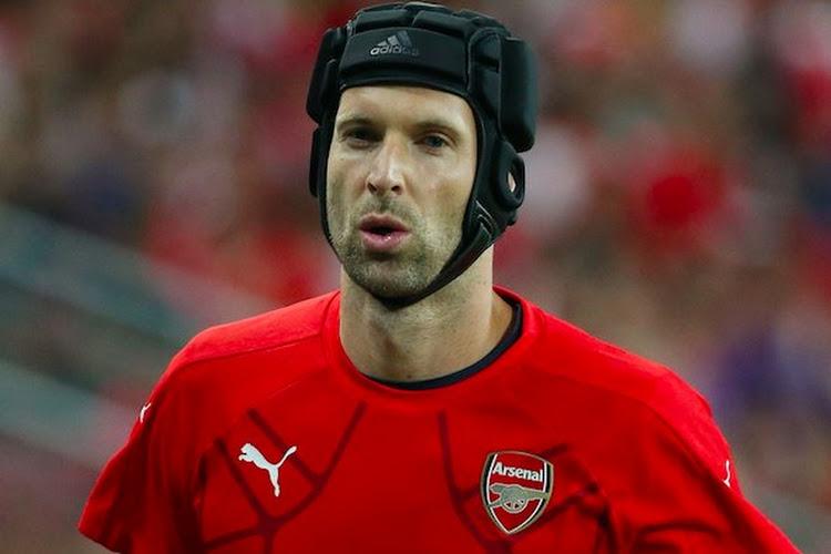 Twintig jaar na zijn eerste profcontract hangt Petr Cech zijn handschoenen en zijn helmpje aan de wilgen