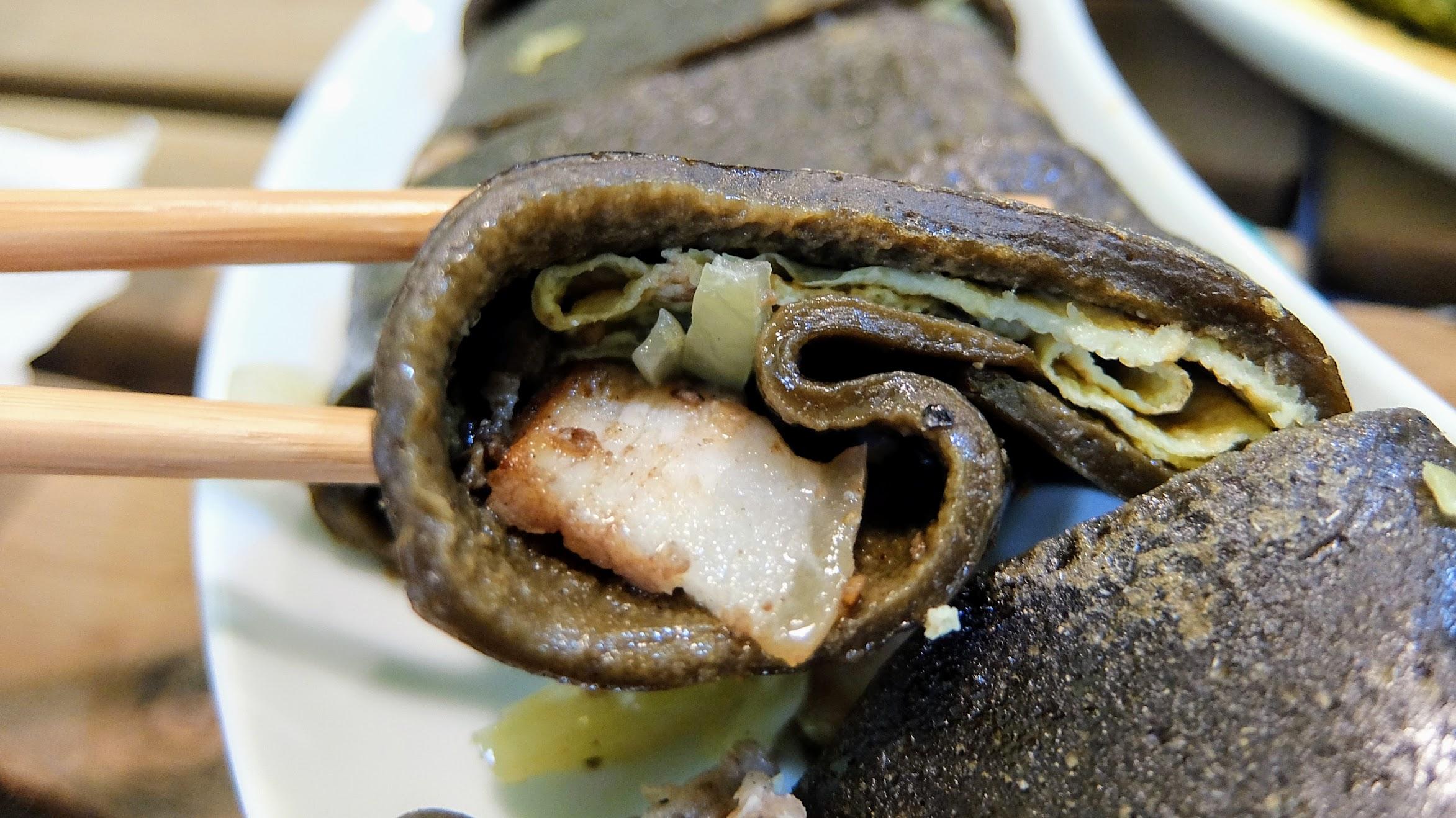 內餡選擇酸菜豬肉,頗好吃的,不油膩帶著一點鹹味