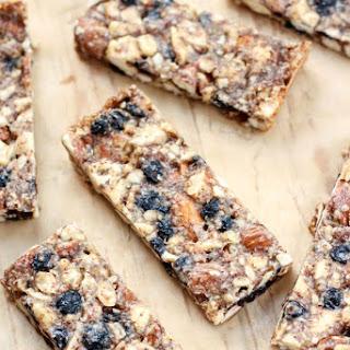 Vanilla & Blueberry Cashew Almond Snack Bars Recipe