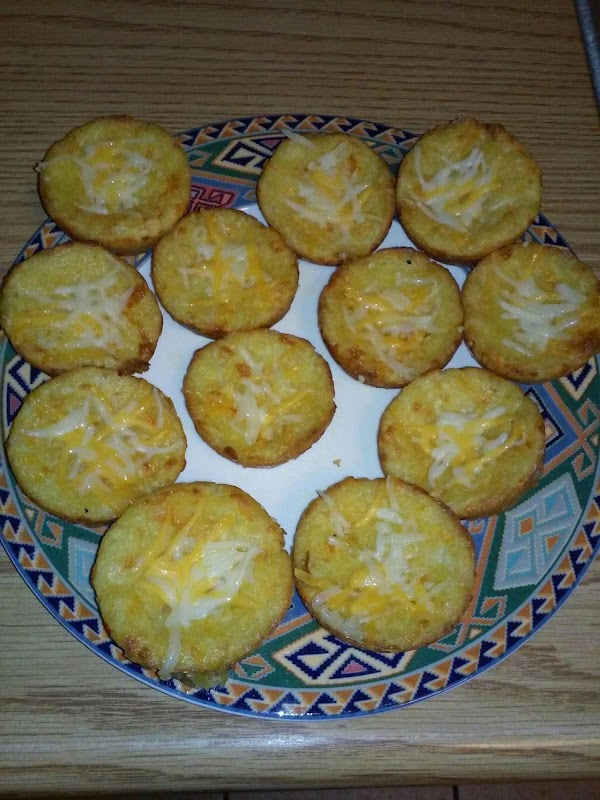 Delicious chedder and garlic biscuits perfect for a spaghetti side dish or lasagna.