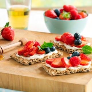 Greek Yoghurt, berries & honey