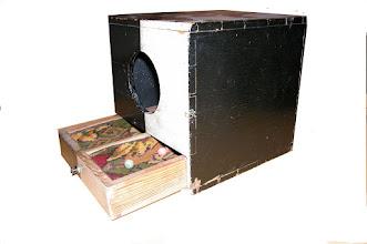 Photo: Ballotationsboks. En sådan blev sandsynligvis brugt af TORTs medlemmer, når der skulle stemmes om optagelse af nye medlemmer. Den viste boks blev brugt af den nu nedlagte afholdsforening i Ringe (Hvide Kors) 1899 - 2001.