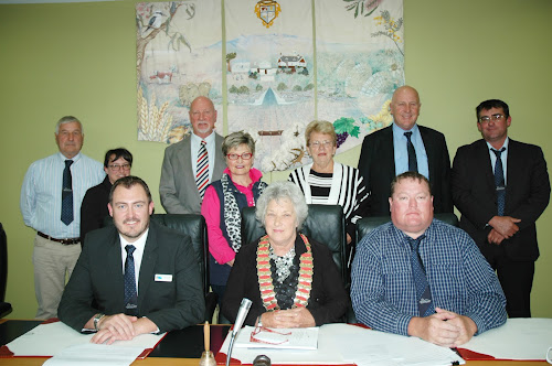 New Start: The new Narrabri Shire Council after its first meeting on Tuesday, back, Ron Campey, Ann Loder, Robert Kneale, Annie McPherson, Maxine Booby, Ron Campbell and Lloyd Finlay, front, general manager Stewart Todd, Mayor Cathy Redding and Deputy Mayor Cameron Staines.